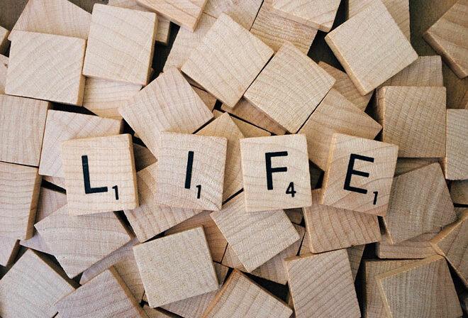 生活という文字が積み木で並んでいる