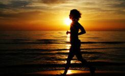 ダイエットの為に走る少女